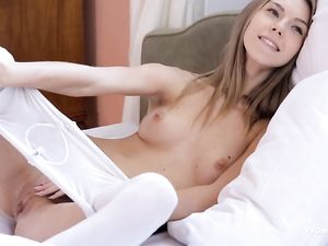Teen Masturbates To Entice Him Into Bed With Her