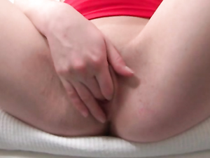 Huge Dildo Sex Is What The Solo Beauty Needs
